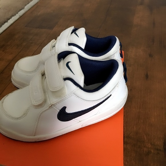 Nike Pico 4 Wide Shoes (White with Blue Nike Sign)